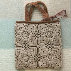 Marvelous Crochet A Shell Stitch Purse Bag Ideas. Wonderful Crochet A Shell Stitch Purse Bag Ideas. Diy Crochet Bag, Crochet Purse Patterns, Crochet Shell Stitch, Crochet Handbags, Crochet Purses, Crochet Squares, Knitted Bags, Crochet Accessories, Vintage Crochet