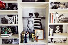 Family Photo Book Shelves (by A Beautiful Mess) - I love the idea of using old family photos as backdrops for an open shelf! Diy Foto, Foto Fun, Display Family Photos, Old Family Photos, Family Pictures, Photo Projects, Diy Projects, Diy Design, Photo Shelf