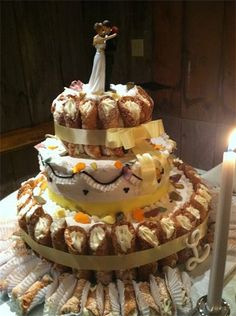 cannoli wedding cake i like the idea of doing a. Black Bedroom Furniture Sets. Home Design Ideas
