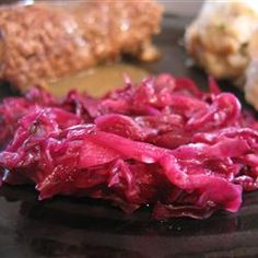 Grandma Jeanette's Amazing German Red Cabbage - This yummy, sweet and sour German red cabbage is easy to make! Wrap Recipes, Side Dish Recipes, Veggie Recipes, Cooking Recipes, Healthy Recipes, Fruit Recipes, Beef Recipes, Healthy Food, Recipies