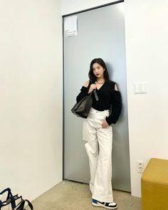 Fotoğraf - Google Fotoğraflar Fashion Tag, Daily Fashion, South Korean Girls, Korean Girl Groups, Joy Instagram, Red Valvet, Red Velvet Joy, Velvet Style, Park Sooyoung