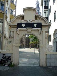 Zuiderkerkhof (gateway to former churchyard of the Zuiderkerk)