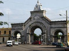 Entrada al Cementerio de Colón--La Habana, Cuba