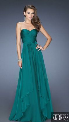 Live the color and simplicity! It would be great with some classy jewelry!