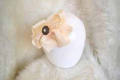 These adorable ivory baby headbands with baby cheer bows make your child feel like a princess each and every time she wears this gorgeous baby girl headwrap. Every baby girl is a princess even in daily life, not only any occasion. Christening Headband, Christening Gowns Girls, Gifts For New Moms, New Baby Gifts, Gifts For Newborn Girl, Gowns For Girls, Baby Health, Birthday Gifts For Girls, Cheer Bows