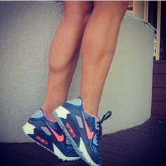 girl legs leg muscles nike sports wear gear running shoes sneakers strong strength fit fitness fitspo health healthy abs sport sporty gym