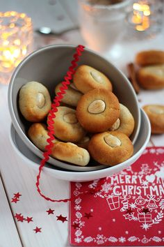 """Almendrados"": the perfect almond cookie for Christmas time by Rico y Sin Azúcar"
