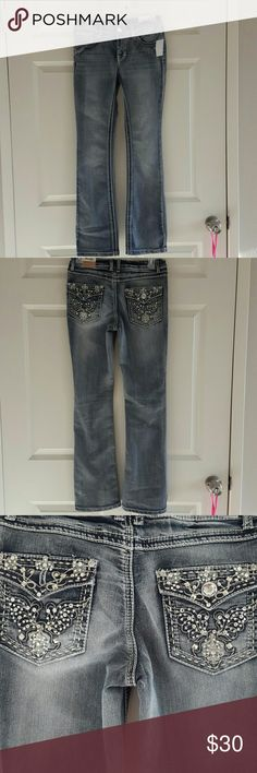 Rhinestone Mudd Jeans New with tags beautiful detail rhinestones on back and front  pockets. Rhinestone button, thick detail threading. Girls size 14, also will fit a woman 2-4 Mudd  Bottoms Jeans