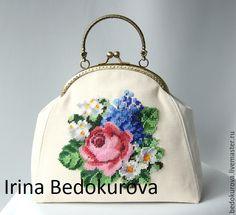 Купить Сумочка с вышивкой бисером Розочка - белый, цветочный, сумка, сумочка, сумочка с фермуаром
