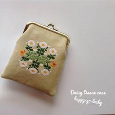 Daisy tissue case