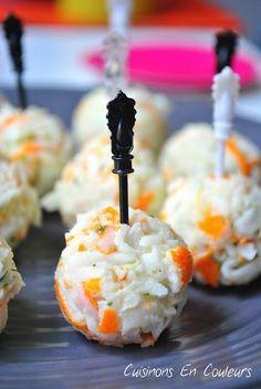 boulettes apéritives au surimi - 100g de miettes de surimi saveur crabe, 5 portions de kiri, 1 cs de jus de citron, 3 brins de ciboulette - Ecrasez le kiri, ajoutez tous les ingrédients, mélanger pour obtenir une pâte. Mettre une heure au frigo puis façonnez les boulettes.