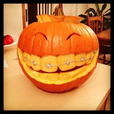 Cool Jack-o'-Lanterns; link has popups, but I love this pic. More
