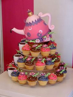 Tilted tea pot cupcake....going to use black, red, white...Alice in Wonderland ideas