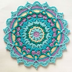 Captivating All About Crochet Ideas. Awe Inspiring All About Crochet Ideas. Motif Mandala Crochet, Crochet Circles, Crochet Motifs, Crochet Afghans, Crochet Squares, Crochet Stitches, Crochet Diy, Crochet Home, Crochet Crafts