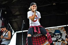 Jenna McDougall (Tonight Alive). I want this outfit.