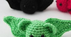 I am absolutely batty for this free pattern ! After the bat wing fiasco with the inside-out pumpkin pattern , I was a little hesitant to ...