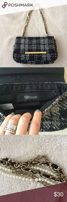 NWOT Tweed Pearl Chain Bag Clutch 10 in wide x 6 in high. Adorable black and white tweed with subtle gold threading. The chain is made of three rows: pearls, gold chain, and gold chain threaded with faux black leather. Très Chanel! Topshop Bags Mini Bags