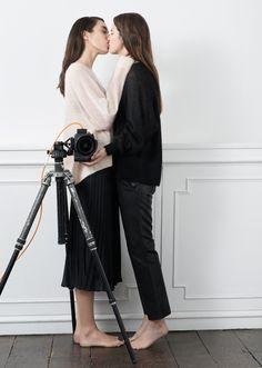 Saint Valentin couple femmes chez & Other Stories : Love Story London Love Story, Clarks, Lgbt, Campaign Fashion, Vogue, Lesbian Love, Pleated Midi Skirt, Fashion Story, Photography Women