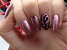 @emmapartin nail art, glitter purple-pink nails with beaded swirl accent nail