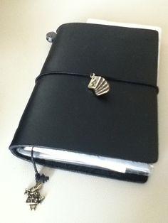 アリスとトランプのチャームがナイス! -トラベラーズノート初心者です。 | TRAVELER'S notebook みんなの投稿 - MIDORI www.inktraveler.com