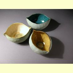 pinch bowls with pinched in edges to make ovals/points I love the way these pinch pots are shaped. I wonder how the artist made them so thin so that they would then pinch the top edges. Hand Built Pottery, Slab Pottery, Pottery Bowls, Ceramic Pottery, Pottery Art, Thrown Pottery, Pottery Wheel, Clay Pinch Pots, Ceramic Pinch Pots
