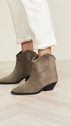 e98a3f3604877 56 Best shoes for the New Yorker images