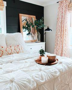boho bedroom with black wall Bedroom Apartment, Home Decor Bedroom, Fall Bedroom, Design Bedroom, Modern Bedroom, Dark Cozy Bedroom, Bedroom Pics, Whimsical Bedroom, Bedroom Neutral