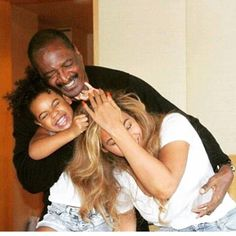 Mathew Knowles talks about his with Beyonce and Solange In an with in Mathew Knowles, the father of Beyoncé and Solang See more 👉 Tina Knowles, Beyonce Knowles, Beyonce Style, Beyonce And Jay Z, Beyonce Family, Mini Cruiser, Beyonce Memes, Blue Ivy Carter, Fotografia