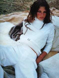 """Luxe Easy"", Vogue UK, August 1998Photographer : Tom MunroModel : Bridget Hall Happy birthday, Bridget! (December 12, 1977, 37 today)"