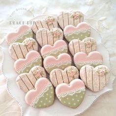Heart Cookies Summer Cookies, Fancy Cookies, Vintage Cookies, Heart Cookies, Iced Cookies, Cute Cookies, Cookies Et Biscuits, Cupcake Cookies, Wedding Sweets