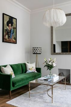 living room with kelly green sofa. home decor and interior decorating ideas. Home Trends, Living Room Green, Room Interior, House Interior, Apartment Decor, Trending Decor, Home Interior Design, Living Decor, One Bedroom Apartment