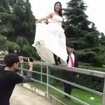 Wedding photo shoot fail | Gif Finder – Find and Share funny animated gifs