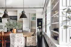 Rom-com darling Meg Ryan just put a price tag on a SoHo loft she recently featured in Architectural Digest. Meg Ryan, Soho Loft, Inside Celebrity Homes, Celebrity Houses, Soho House, Apartments For Sale, Luxury Apartments, New Yorker Loft, Kitchens