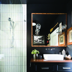 Small Space Style - sconces on mirror, black walls, vanity, tiles Big Bathrooms, Black Cabinets Bathroom, Bathroom Trends, Bathroom Interior, Small Bathroom Vanities, Black Walls, Bathroom Decor, Black Bathroom, Small Bathroom Remodel