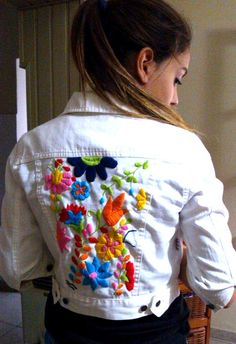 mi campera bordada por EVELIN Embroidery Fashion, Embroidery Dress, Embroidery Applique, Beaded Embroidery, Embroidery Stitches, Embroidery Patterns, Mexican Embroidery, Denim Ideas, Embroidered Clothes