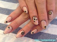 Elegant nail edged in black coat of beige solid  ベージュの一色塗りに黒で縁取りした上品なネイル