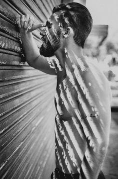 As sombras são uma excelente maneira de criar fotografias marcantes. Elas são livres, elas estão por toda a parte, e não há limite para o que você pode fazer com elas.