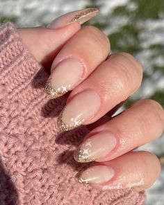 Gold Tip Nails, Gold Acrylic Nails, Almond Acrylic Nails, Summer Nails Almond, Almond Nails French, French Tip Nails, Gold Nail Designs, Almond Nails Designs, French Nail Designs