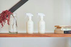 「シンプルの中に上質さを」夫婦で拘り抜いたおうちづくり。_______n.t.kさんのご自宅を探索!(前編) | ムクリ[mukuri] Soap Dispenser, Spray Bottle, Cleaning Supplies, House, Home, Soap Dispenser Pump, Cleaning Agent, Homes, Houses