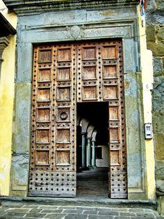 CASTIGLION FIORENTINO (Toscana)- Italy - by Guido Tosatto Arched Doors, Windows And Doors, Toscana Italy, Tuscany, Italian Doors, Siena, Brick, Palaces, Fences