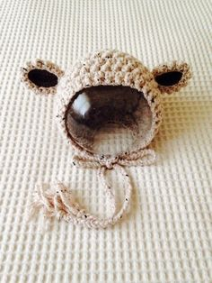 羊をイメージしたボンネットです。 素材はMade in Turkeyのウール&アクリル&ポリエステル&ポリプロピレンの混合糸です。頭囲...|ハンドメイド、手作り、手仕事品の通販・販売・購入ならCreema。