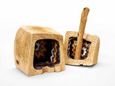 ... mit Holzgriff als Beitrag zur *Aktion Kunstraub Nr 6 MusterHäuser*, inspiriert von der traditionellen Hauskunst afrikanischer Frauen.  Die Do...