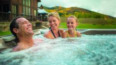 Heute ist der Tag der Familie. Wie verbringen Sie heute die Zeit mit Ihren Liebsten? 😉 Whirlpools, Infrarot Sauna, Spa, Lounge, Swimming, Outdoor Decor, Airport Lounge, Swim, Drawing Rooms