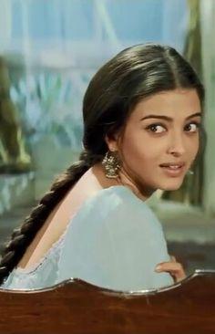 Aishwarya rai - French Beauty Tips - Models Actress Aishwarya Rai, Aishwarya Rai Bachchan, Bollywood Actors, Bollywood Fashion, Indian Aesthetic, Vintage Bollywood, Brown Girl, Models, Celebs