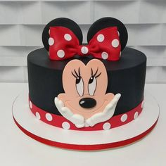 95 cute photos + step by step for a funny festa - Birthday FM : Home of Birtday Inspirations, Wishes, DIY, Music & Ideas Mini Mouse Birthday Cake, Mini Mouse Cake, Minnie Mouse Birthday Decorations, Minnie Mouse Theme Party, Baby Birthday Cakes, Mickey Birthday, Bolo Fake Minnie, Bolo Da Minnie Mouse, Mickey And Minnie Cake