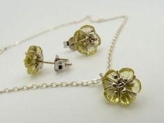 Faragott lemon-kvarc virág fehér arannyal körbevéve. Stud Earrings, Jewelry, Jewlery, Jewerly, Stud Earring, Schmuck, Jewels, Jewelery, Earring Studs