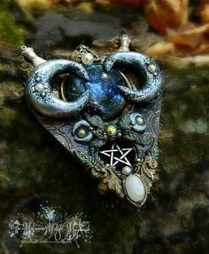 Witch's Scrying Mirror planchette necklace by MidsummersNightMasq