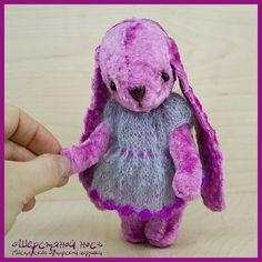 А сейчас хочу познакомить Вас с тедди-зайкой. Она похожа на маленький розовый цветок, такая же трогательная и хрупкая.