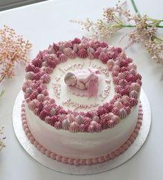 Baby girl baby shower cake Torta Baby Shower, Tortas Baby Shower Niña, Baby Girl Christening Cake, Baby Girl Cakes, Baby Birthday Cakes, Buttercream Decorating, Easy Cake Decorating, Buttercream Cake, Cute Cakes
