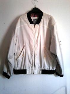 weißes Bomberjacket